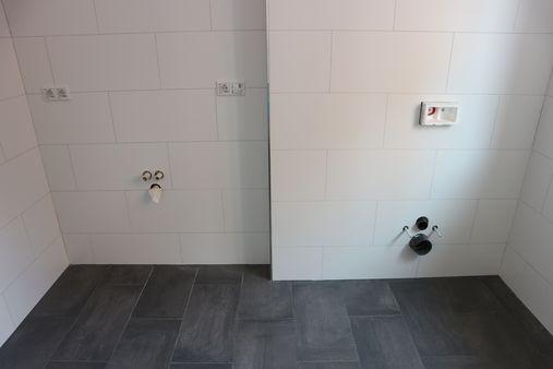 Beispielfoto WC und Waschtisch